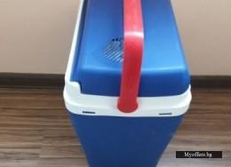 Хладилна чанта на 12 волта с букса за автомобилна запалка