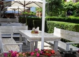 Дървени маси и пейки,столове