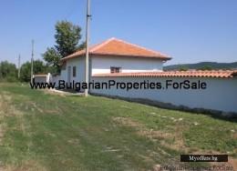 Продават  се две къщи в село Садина
