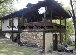 Продава се къща за гости в село Дълбок дол, до Троян